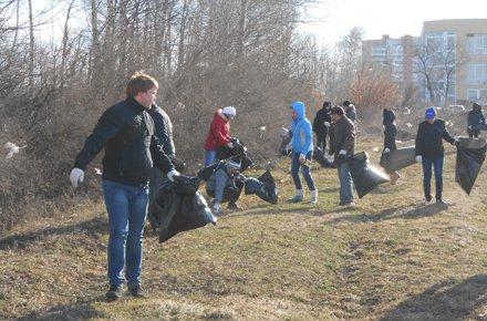 Руководители города приняли участие в уборке Липецка