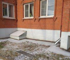 Следователи устанавливают обстоятельства выпадения ребенка из окна