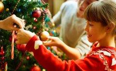 В школах области разрешили проводить новогодние праздники