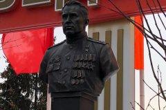 В Тамбове открыли памятник лётчику-штурмовику Ивану Драченко